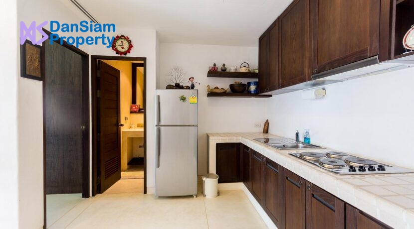 25 Fully fitted Eu-style kitchen