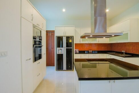 26 Fully fitted EU-style kitchen