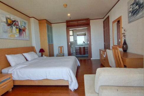 31 Spacious bedroom with balcony access