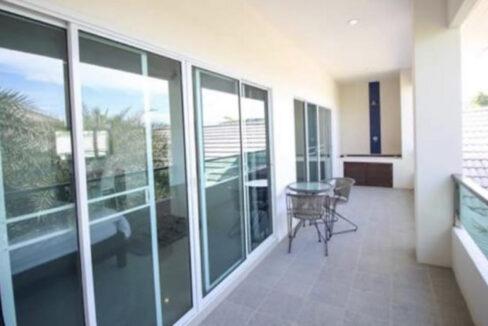 32 Master bedroom balcony