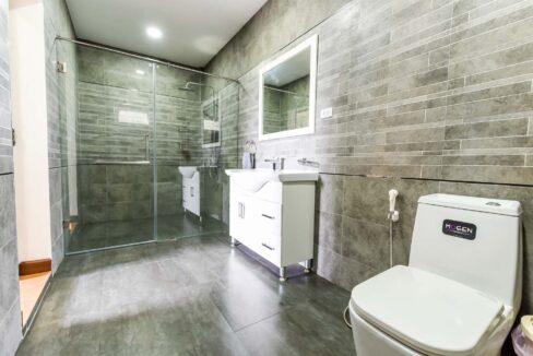 66B Ensuite bathroom