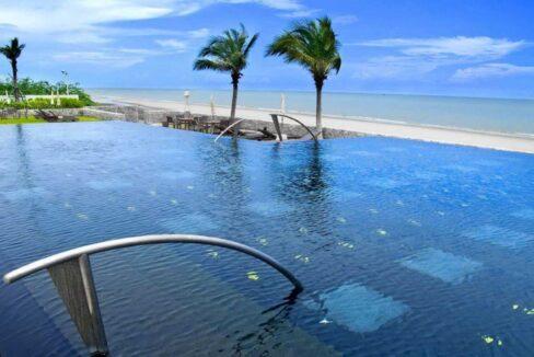 81 Beachfront infinity pool