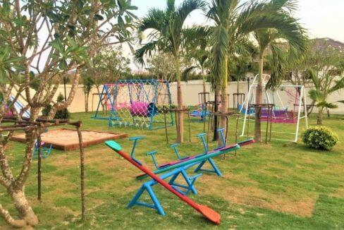 82 HHH56 Kids playground