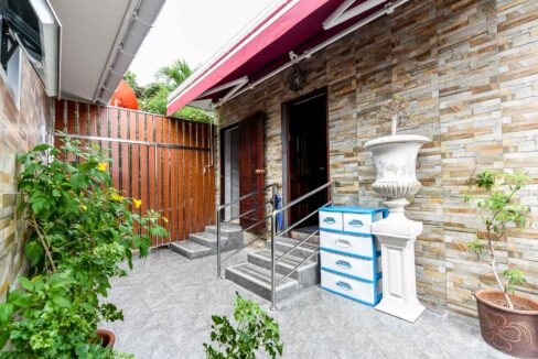 82A Entrance guesthouse