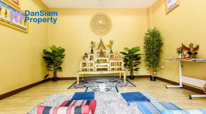 85 Buddha room