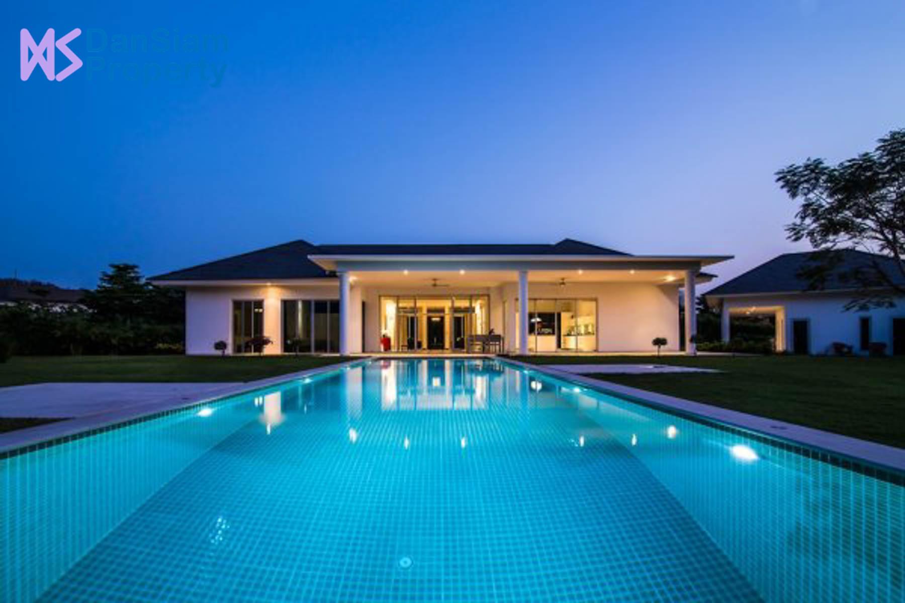 Contemporary High-end Villa in Hua Hin at Baan Ing Phu
