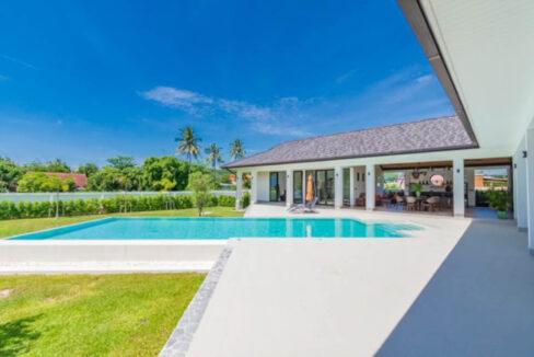 02 Luxury Villa on large plot