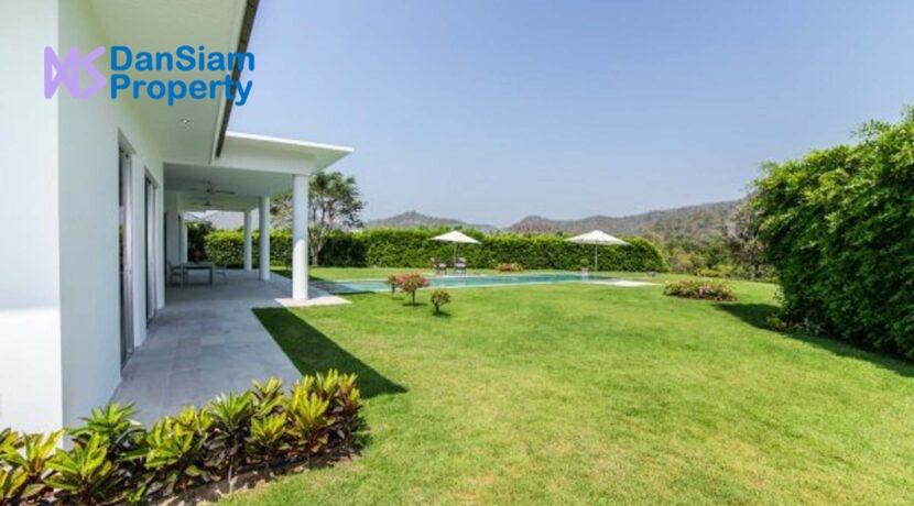 03 Villa situated on extra-large landplot