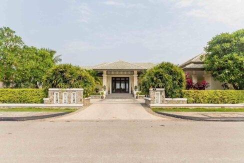 08A Magnificent driveway entrance