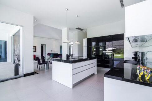 20 Large ultra modern kitchen
