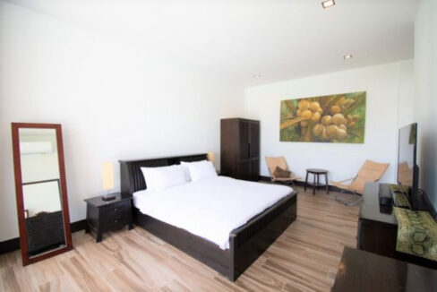 60 Large ensuite bedroom#4