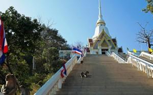 Wat Khao Takiab