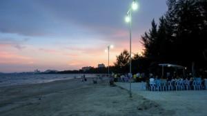 Cha-Am beachfront at night
